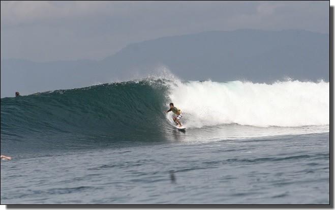 スンバワの波