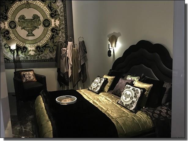 ヴェルサーチのベッド