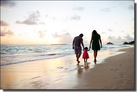 ハワイのビーチと家族