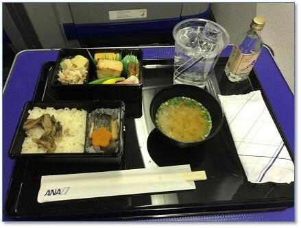 JALとANAの機内食