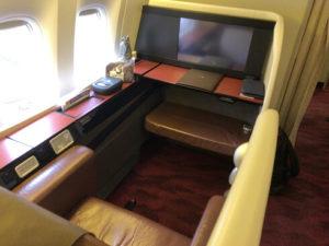 JAL国際線ファーストクラスの座席