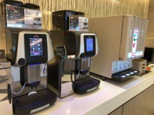 コーヒーサーバーとソフトドリンク