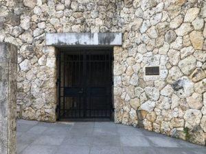 リッツカールトンの裏側の石壁